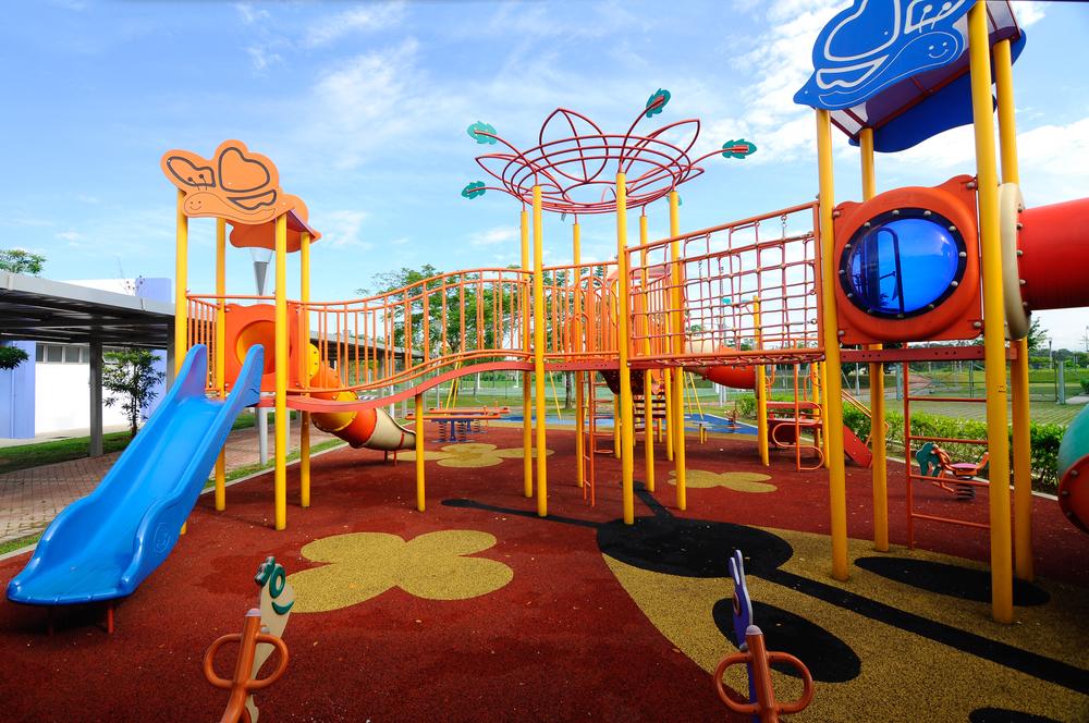 Tag legepladsen med hjem i haven med en svævebane