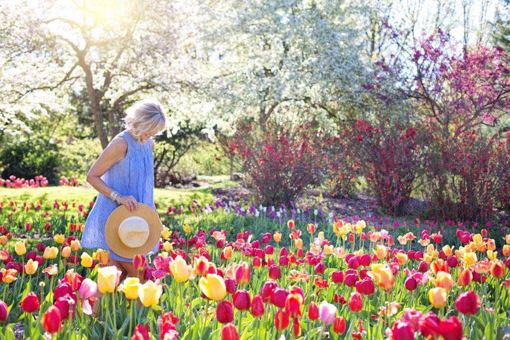 Kvinde ved blomster